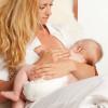 Позы для кормления новорожденного. 5 самых удобных позиций