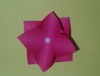 Крученые розы из гофрированной бумаги Специалист