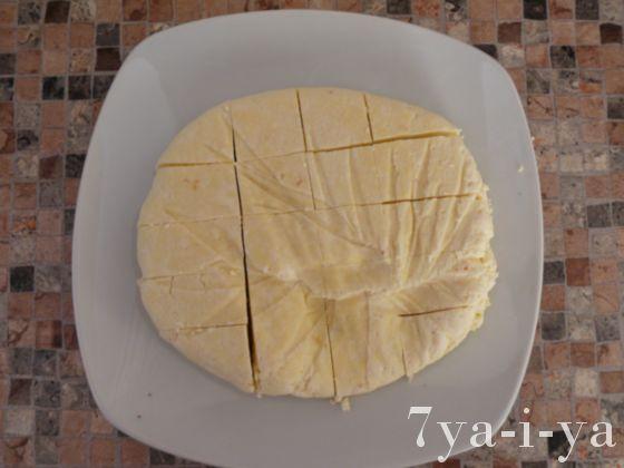нарезка домашнего сыра