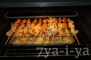 шашлык из курицы в духовке на шпажках