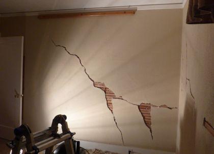 трещина в стене