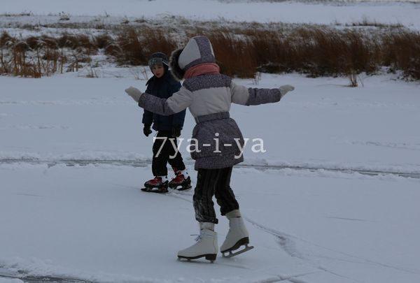 Научить ребенка кататься на коньках