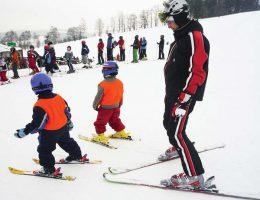 Научить ребенка кататься на лыжах